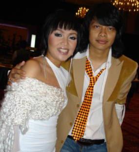 Dewi gita cantik istri Armand Maulana vokalis Gigi