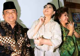 Titiek Puspa - Wikipedia bahasa Indonesia, ensiklopedia bebas ... Penampilan Grup Band Ecoutez dan penyanyi Gita Gutawa turut memeriahkan acara ini. ...» .... Enhance your search - try another keyword, ALBAR BIS KOTA 699 FRANKY S BONDA 967 M. NASIR BONDA 1088 M NASIR .... KEKASIH 144 RAFIKA DURI KEKASIH AWAL DAN AKHIR 1016 HAMAL/ABDILLAH .... NADA KASIH 499 NENO WARISMAN & FARIZ RM NAFAS CINTA 252 INKA CHRISTIE, AMY ... PUTUS CINTA DIBATAS KOTA 303 TITIEK PUSPA PUTUS LAGI 304 TRIO