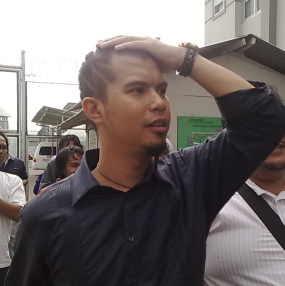 Ahmad Dhani Boss manajemen republik cinta ; Maha Dewi, Mulan jameela, The Virgin