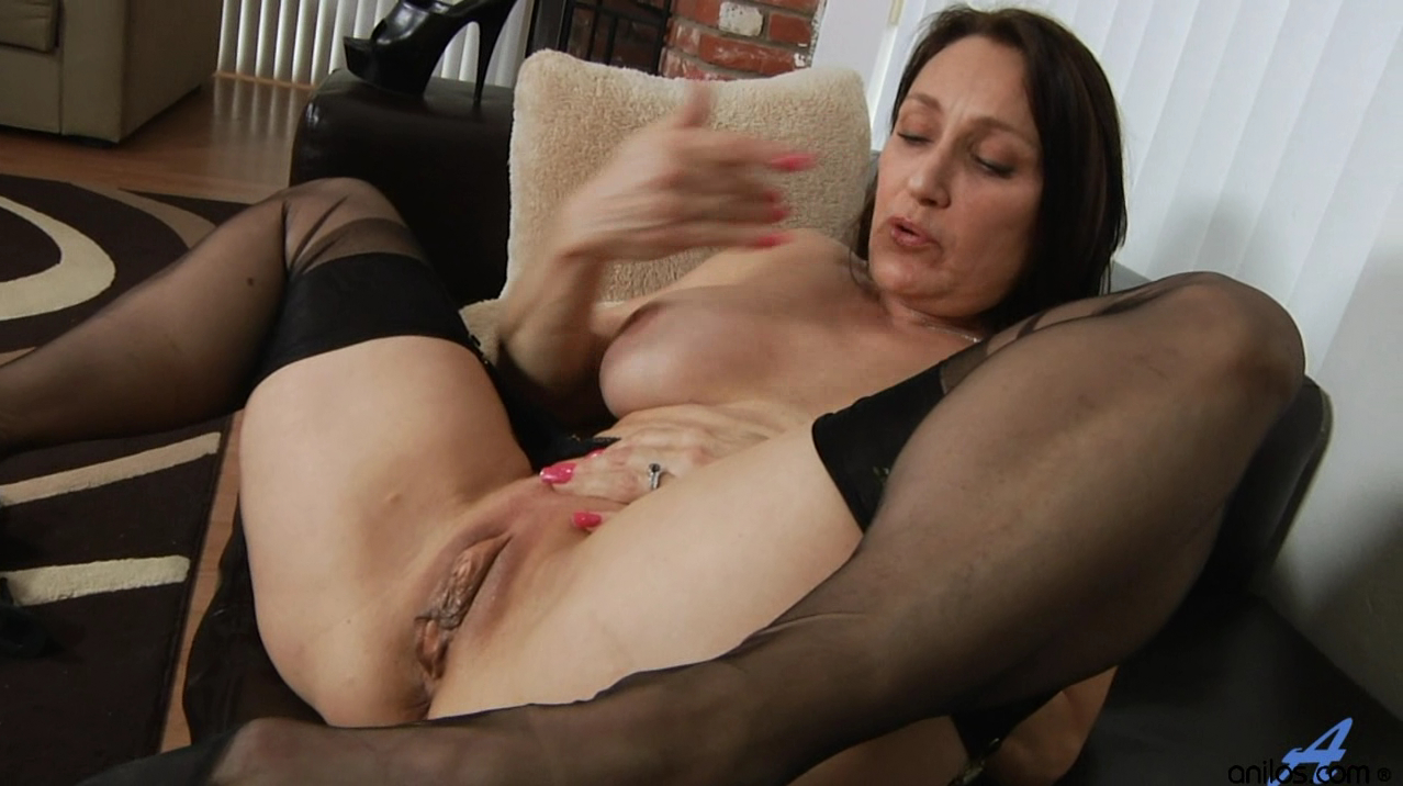 Masturbating mature woman stockings
