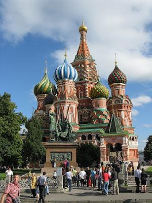 Vasilijkatedralen är lika mycket moskva som eiffeltornet är paris