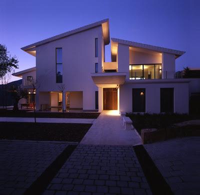 Casa contemporanea en la zagaleta espa a fachadas de - Casas minimalistas en espana ...