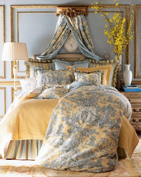 Cojines En La Cama Y Dormitorios Lujosos Con Muchas