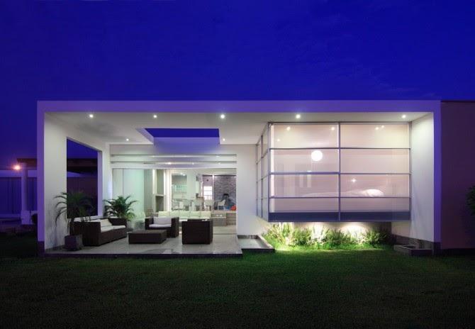 Casa de playa frente al mar asia lima peru fachadas de for Decoracion de casas de playa modernas