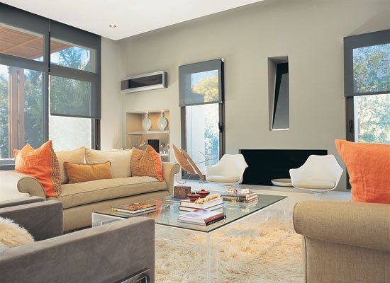 Sala gris con naranja y beiges living moderno salas y for Decorar paredes living