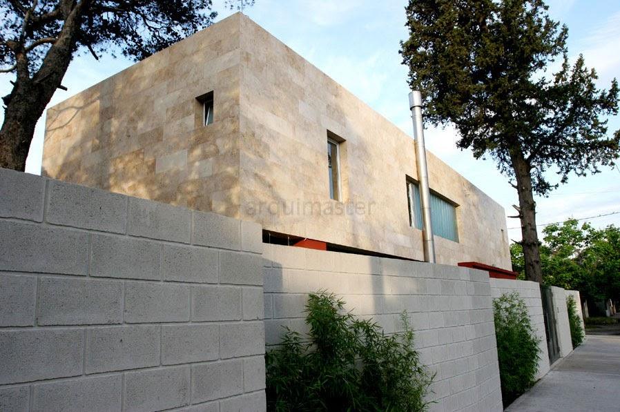 Fachada de casa en esquina fachadas de casas y casas por for Casa villa decoracion exterior fachada