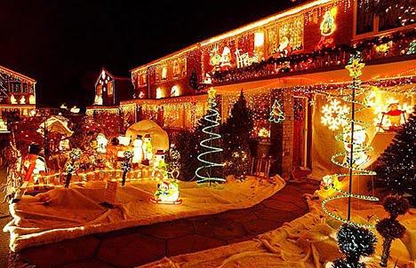 Fachadas decoradas de navidad fachadas de casas y casas - Adornos navidenos casa ...