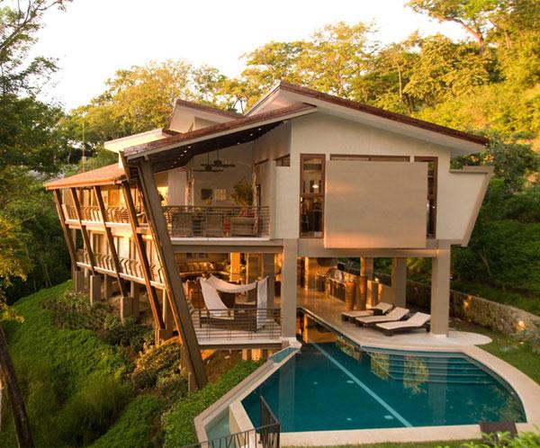 Aquí algunas fotos y vídeos de construcciones de casas de bamboo