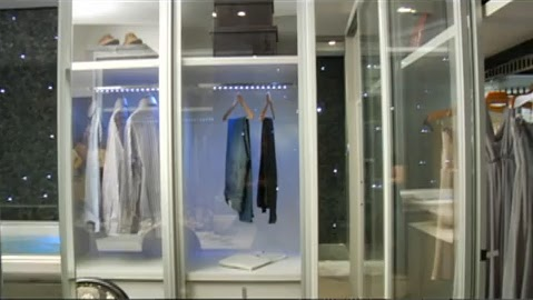 Ba o closet de lujo con lo ultimo en tecnologia ba os for Lo ultimo en decoracion de banos