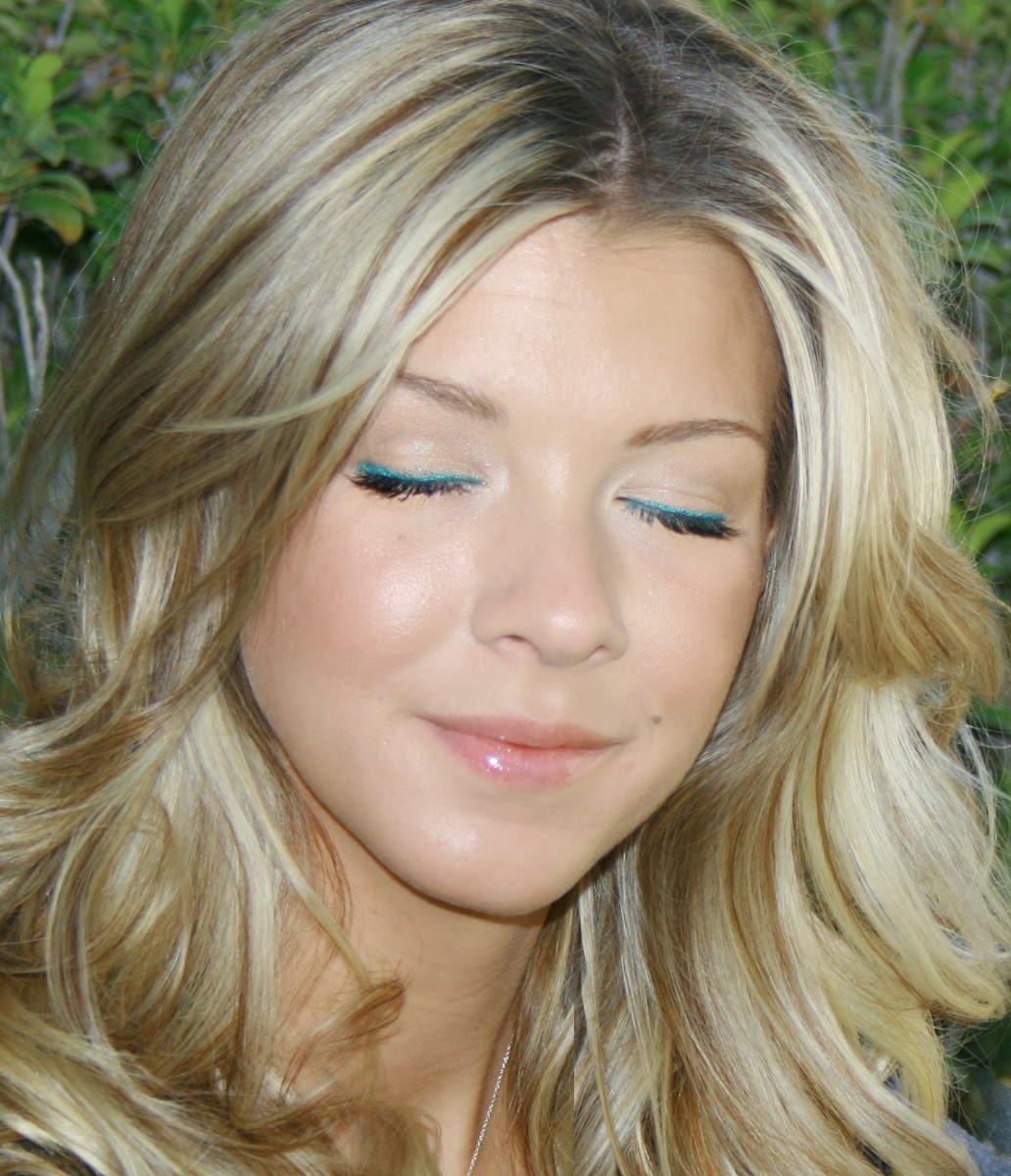 http://2.bp.blogspot.com/_Ka7ZqTWHywU/TAbgARA4fDI/AAAAAAAADBc/P-7sG1P8A08/s1600/eyeliner3+copy.jpg