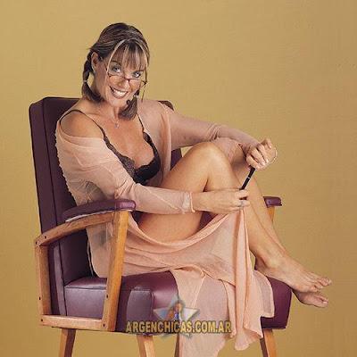 Penny Smith GMTV - Sexy legs Slo-mo