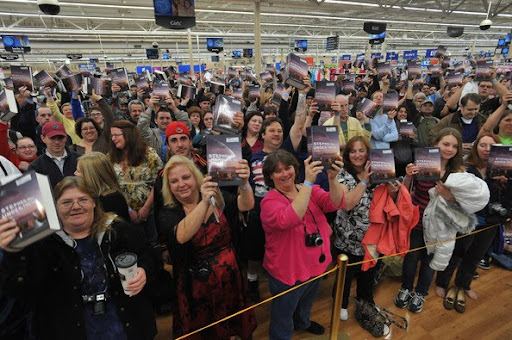 Under the Dome signing at Wal-Mart