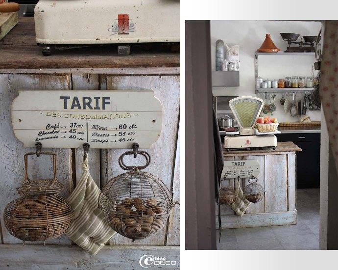 Un comptoir d'épicerie en guise d'îlot central de cuisine
