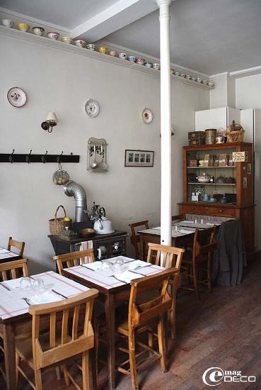 Le salon de thé Mamie Gâteaux et sa décoration sur le thème de la cuisine et de la brocante