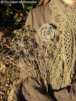 Broche en tissu chevron sur veste Lino Factory