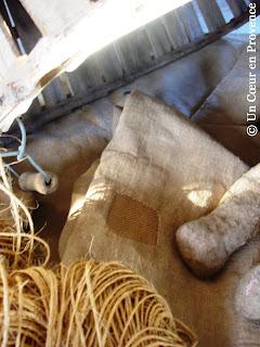 Empiècement sur sacs anciens en toile de jute