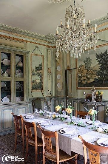 La salle à manger du château de Christin, maison d'hôtes de prestige en Provence