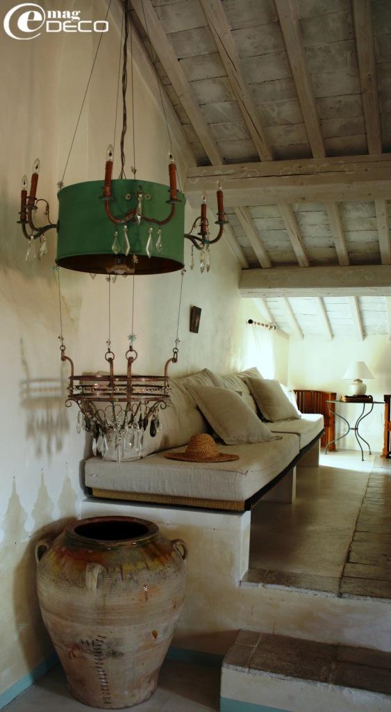 Le coin lecture de la chambre Cuzco, La Maison à Blauzac