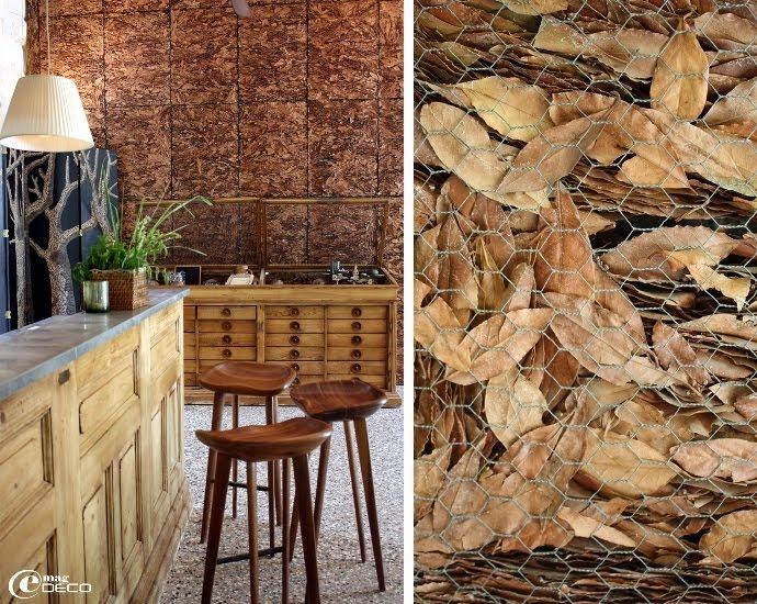Bar lounge du restaurant et son mur de feuilles séchées