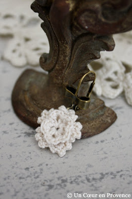 Fleur au crochet en boucle d'oreille