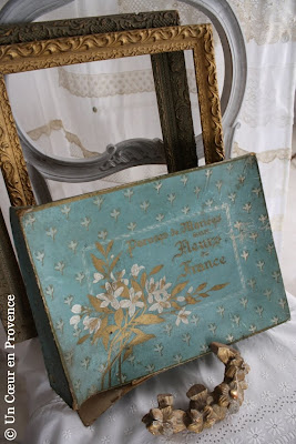 Decoration with a old box of bridal ornaments