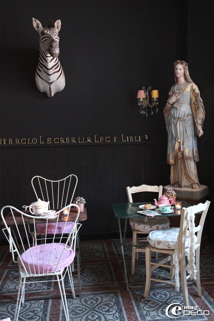 Le salon de thé Ad Libitum et son ambiance de cabinet de curiosités
