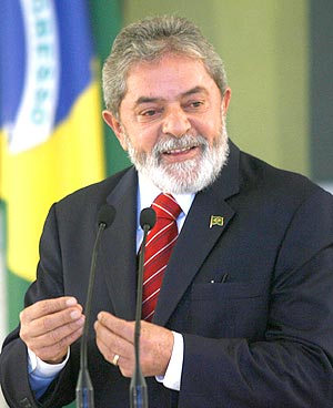 Lula, que não entende de sociologia, levou 32 milhões de miseráveis ...