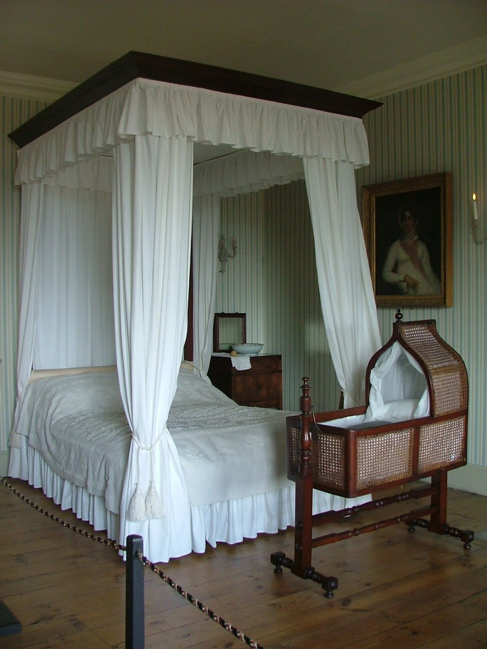 Four Poster Bed With Curtains  Viewing Gallery