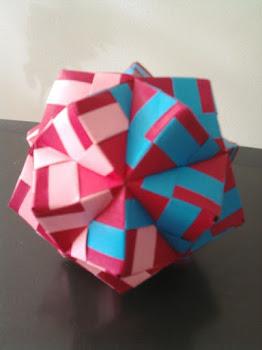 Mais uma variação do Kusudama Sunobi (30 peças)