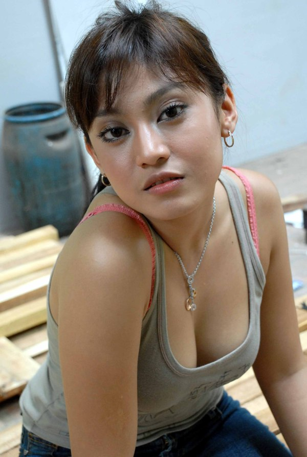 latest indonesia actress pussy