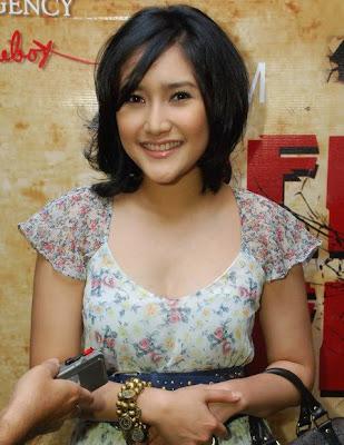 Zora Vidyanata Finalist Miss Indonesia 2002