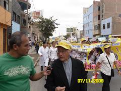 P. RICARDO GUERRERO ORREGO VICARIO GENERAL DE LA DIOCESIS ENCABEZO LA MARCHA A NOMBRE DE LA DIOCESI