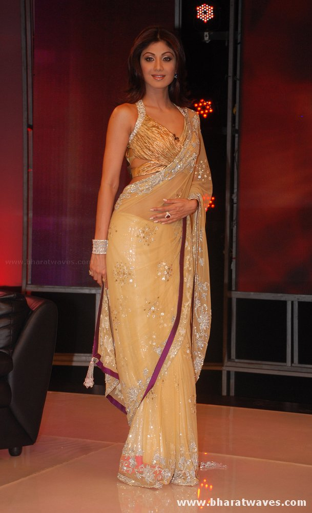 [01indianmasala.blogspot.com+Shilpa+Shetty++Abhishek+on+Bigg+Boss+2+sets_2709008+(5).jpg]