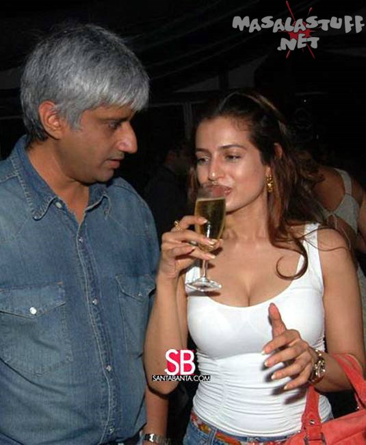 [Bollywood+Babe+Amisha+Patel+sexy+hot+pics+1.jpg]