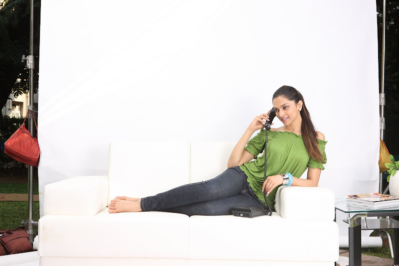 Deepika Padukone Wallpapers Colletion cleavage