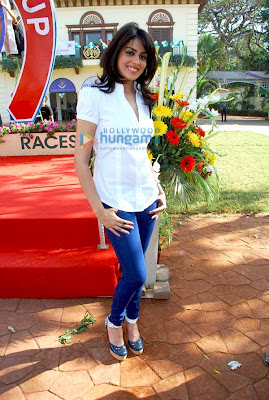 Genelia D'souza and Sonia Mehra at Elle Race photo