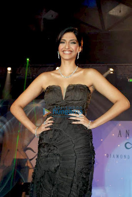 Sonam Kapoor walks the ramp at the IIJS show