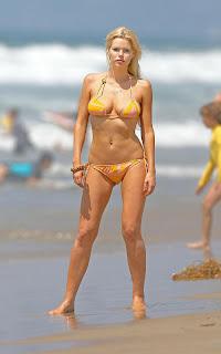 Sophie Monk: Bikini Beach Bliss
