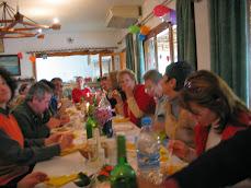 Comida benéfica peruana con actuaciones el domingo 31-2010  en Cala Llenya