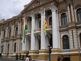 BOLIVIANOS SE PREPARAN PARA CELEBRACIONES