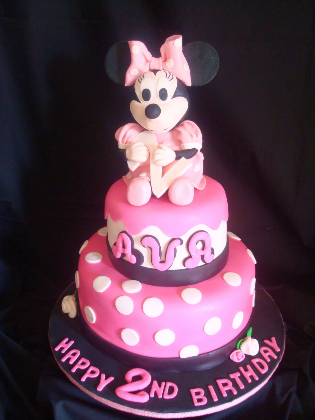 Here is my Minnie Mouse cake everyone.