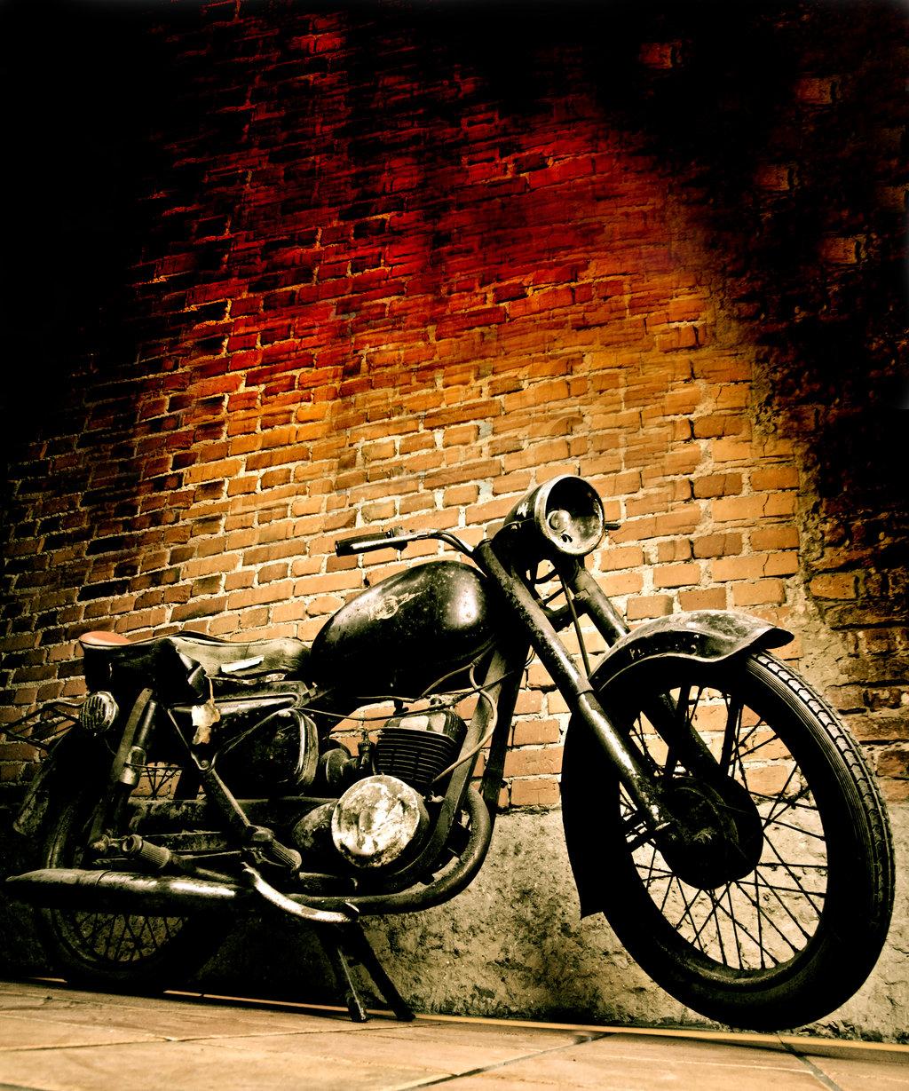 http://2.bp.blogspot.com/_KljvhAx7-hI/S9X0sb0VAHI/AAAAAAAAB6I/16WmU9PR4nE/s1600/Old_motorcycle_vertical_by_turlu.jpg