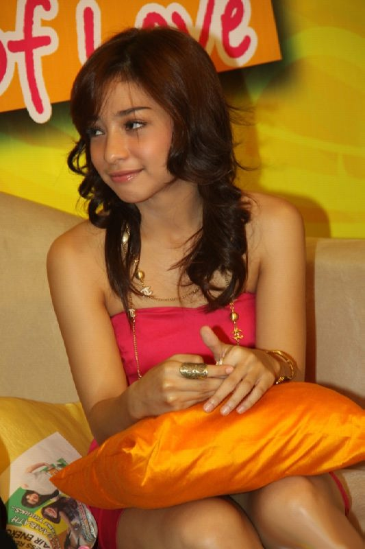 Tempik Indonesia http://indonesiansexyartist.blogspot.com/2010/09/nikita-willy-indonesian-young-talent.html