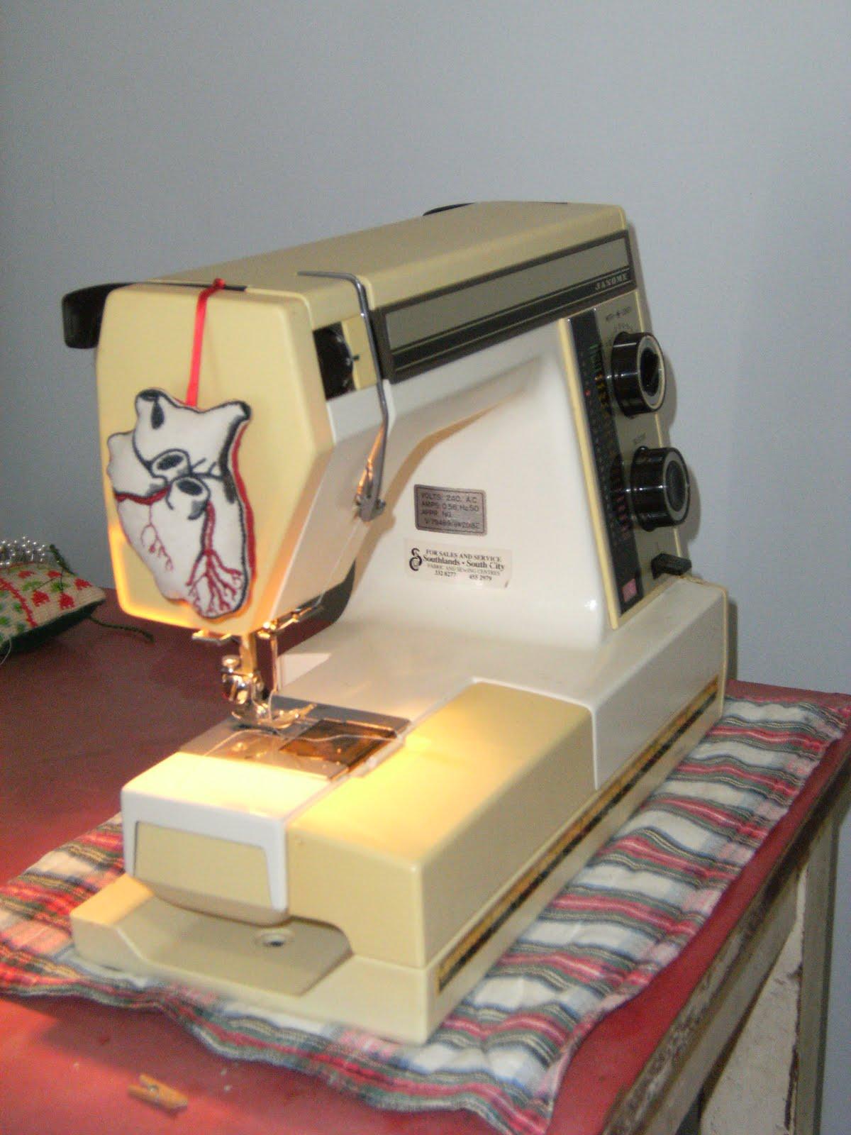 Antique janome sewing machine best 2000 antique decor ideas for Decor 99 sewing machine