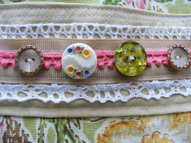 [9-5-09+floral+bag+buttons]