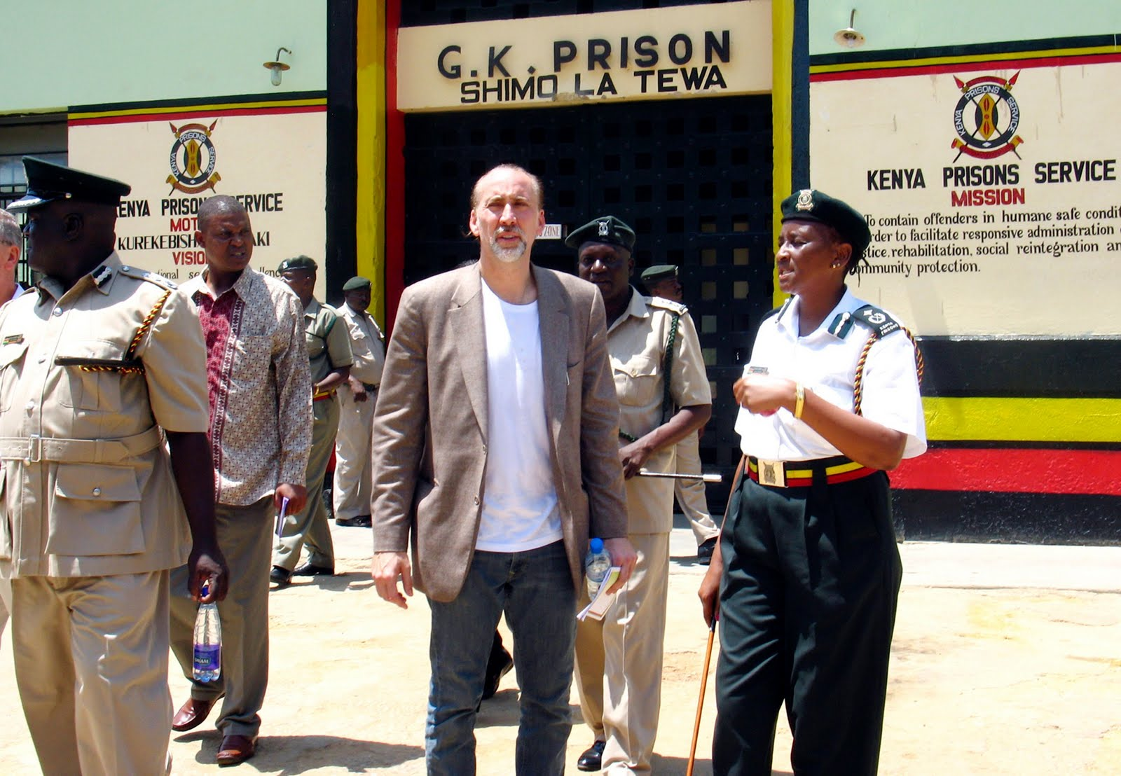 Hot Secrets: NICOLAS CAGE VISITS PIRATES IN KENYAN PRISON