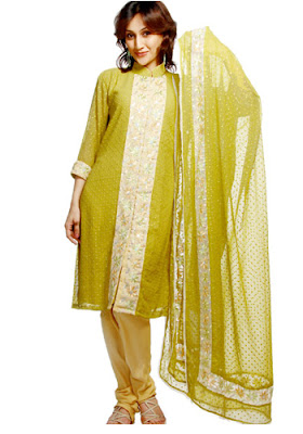 http://2.bp.blogspot.com/_KpVJ23IthgI/TJEqguM7W9I/AAAAAAAAB10/fhIvAHiGbDU/s1600/www.mobikorner.com-mehndi-dress-lady02.jpg