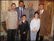 محمد إسلام في بيت الأخ الفاضل الحاج عبد الله مخلوفي صديق عائلة شاشي التفاصيل اسفل  الصورة