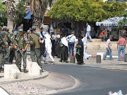Policias de Israel a la salida de la oración