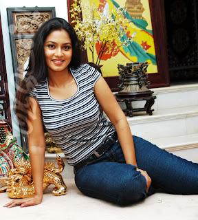 Pooja Umashankar jeans
